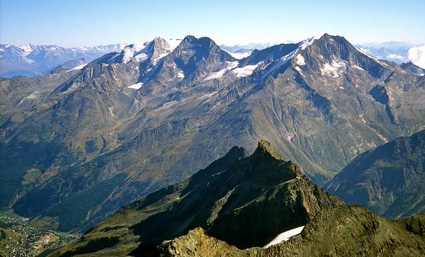 From the Allalinhorn, looking over the Egginergrat to Fletschhorn, Lagginhorn and Weissmies.<br /> <br /> 10am, 23/8/03