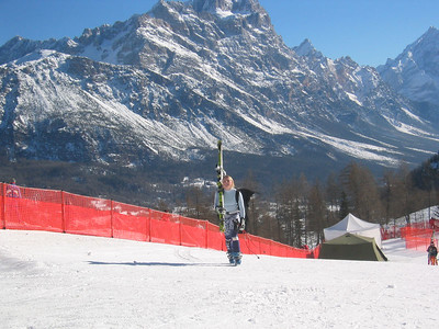 Libby Ludlow walks up from the finish after downhill training in Cortina (Jan. 24, 2006)