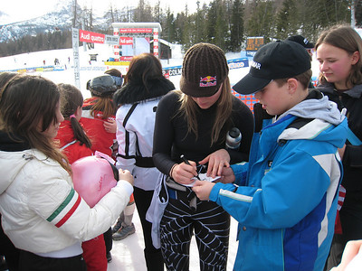 Lindsey Vonn signs autographs after finishing fifth in the first of two super Gs in Cortina (Doug Haney/U.S. Ski Team)