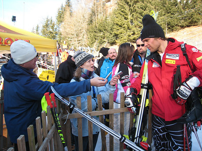 Steven Nyman chats with Associated Press writer Eliane Engeler and long-time World Cup journalist Nate Vinton after the third downhill training day in Wengen (Doug Haney/U.S. Ski Team)
