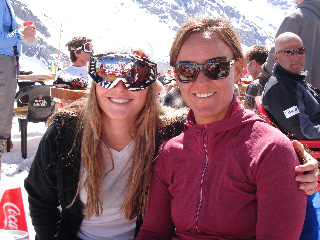 2008 World Cup overall champion Lindsey Vonn and Team physio Lesli Shooter in Chile (credit: USSA)