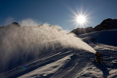 Snow blasts onto the race slope in Soelden, Austria prior to the World Cup opener (Kevin Pritchard)