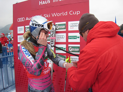 Lindsey Vonn relays a course report up to teammate Leanne Smith as her Red Bull trainer Martin Hager cuts the tape off of her injured left wrist (Doug Haney/U.S. Ski Team)
