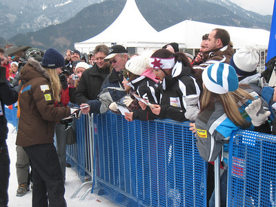 Lindsey Vonn signs autographs for fans following the 26th World Cup victory of her career during the first of two downhills slated for Haus im Ennstal (Doug Haney/U.S. Ski Team)