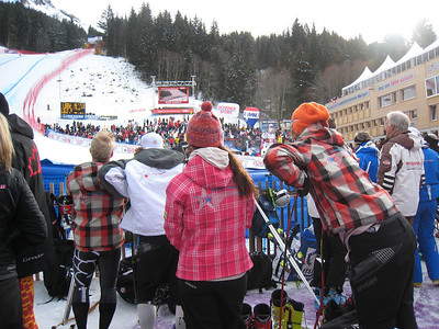 (l-r) Andrew Weibrecht, Erik Fisher, Lesli Shooter and Steven Nyman await Bode Miller's donwhill run in Wengen (Doug Haney/U.S. Ski Team)