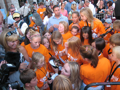 Young fans flock to Vonn for an autograph following the pep rally in Vail (Doug Haney/U.S. Ski Team)