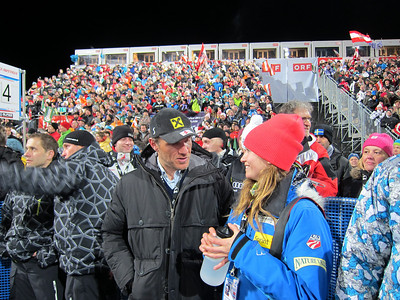 Julia Mancuso chats with Austrian legend Hermann Maier during the second run in Flachau (Doug Haney/U.S. Ski Team)