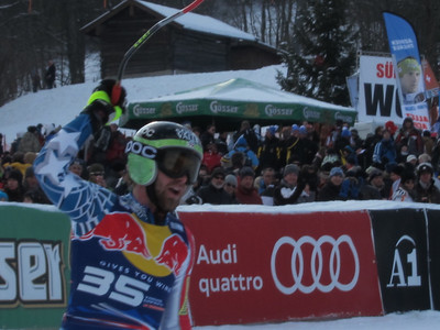 Travis Ganong salutes the Hahnenkamm crowd (Doug Haney/U.S. Ski Team)
