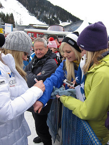 Lindsey Vonn signs autographs for fans in Zauchensee (Doug Haney/U.S. Ski Team)