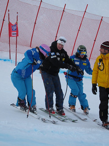 Speed Head Coach Chip White shows Chelsea Marshall (l) and Stacey Cook the line in Zauchensee (Doug Haney/U.S. Ski Team)