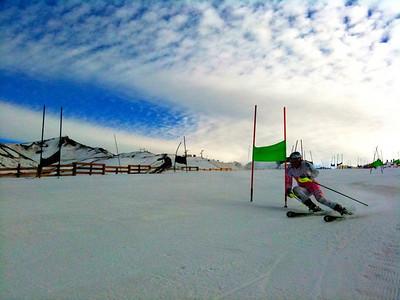 Lindsey Vonn arcs in giant slalom training in Valle Nevado (Kristian Saile)