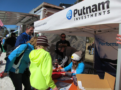 Julia Mancuso signs autographs at the Putnam tent following her super G win in Winter Park (Doug Haney/U.S. Ski Team)