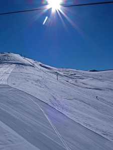Bluebird morning after four inches of fresh snow in Valle Nevado (Resi Stiegler/www.resi-stiegler.com)