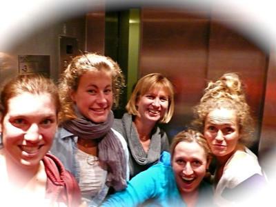 (l-r) Kiley Staples, Resi Stiegler, Jeanette Saylor, Hailey Duke and Sarah Schleper in Valle Nevado (Resi Stiegler/www.resi-stiegler.com)