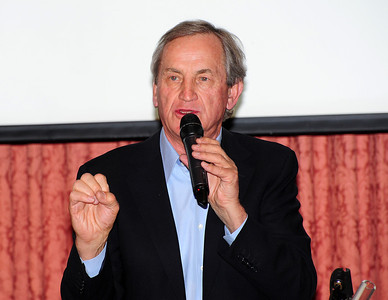 Bill Marolt addresses the crowd as friends gathered at Aspen's historic Hotel Jerome to honor Coach Bob Beattie. (Tom Kelly)