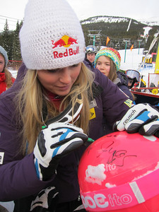 Lindsey Vonn signs autographs for fans after winning her second straight downhill in Lake Louise (Doug Haney/U.S. Ski Team)