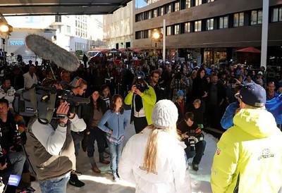 A huge crowd assembles at the Soelden/Obergurgl-Hochgurgl/Oetztal partnership announcement in Innsbruck, Austria (Oetztal Tourism)
