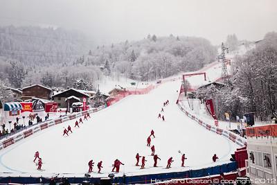 Slippers prepare the race hill in Chamonix (Haugeard Gaeton)