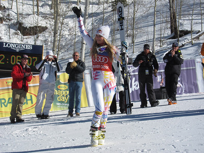 Lindsey Vonn waves to fans after winning the Audi Birds of Prey super G (U.S. Ski Team/Doug Haney)