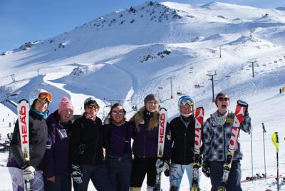 (l-r) Julia Mancuso, Stacey Cook, Alice McKennis, Leanne Smith, Lindsey Vonn, Mikaela Shiffrin and Laurenne Ross at Mt. Hutt. (Mt. Hutt)
