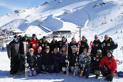 Julia Mancuso, Stacey Cook, Alice McKennis, Leanne Smith, Lindsey Vonn, Mikaela Shiffrin, Laurenne Ross and U.S. coaches at Mt. Hutt. (Mt. Hutt)