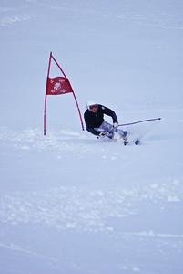 Julia Mancuso arcs a giant slalom turn at Mt. Hutt (Mt. Hutt)