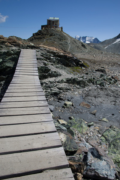 The path to Cabane de Dix.