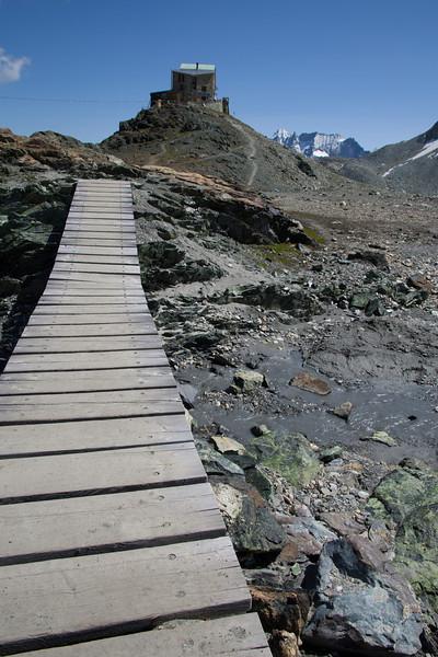 The path to Cabane de Dix.