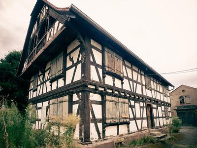 Le bâtiment fut racheté par des négociants en vins avant de se transformer en distillerie à la fin du XIXème siècle.