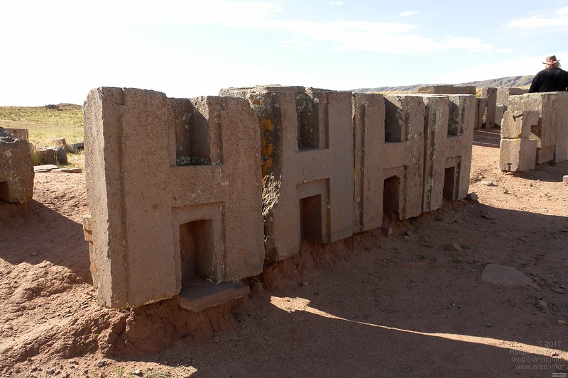 Puma Punku. One of these stones is precisely 1m high, the others 99cm to 102cm.