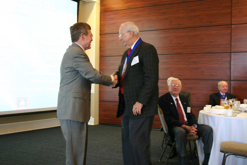 Dean Sam Davis congratulates Bill Bradley (LL.B. 51)