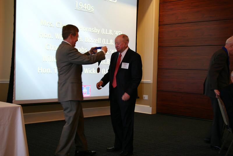 Dean Sam Davis presents a medallion to Charles Jacobs (LL.B. 47)