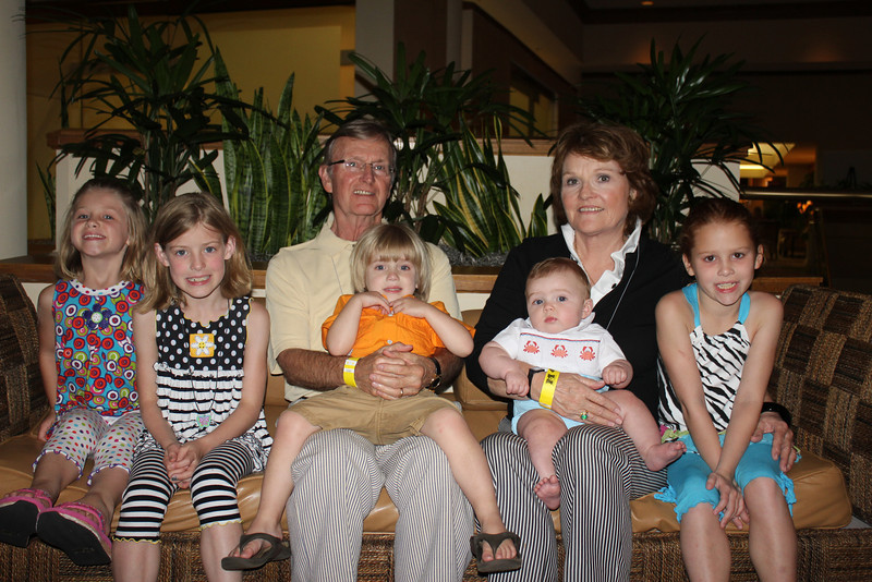 Briggs Smith (BSPh 62, JD 66) and wife, Dot, with their grandchildren