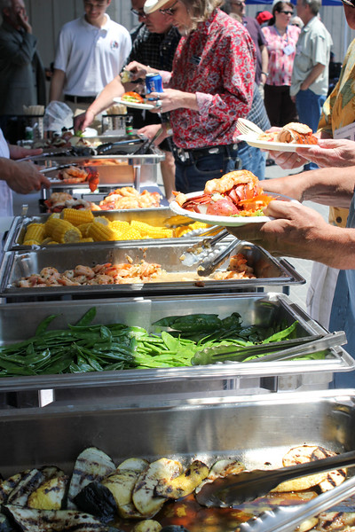 Lunch buffet: lobster, mussels, shrimp and more!