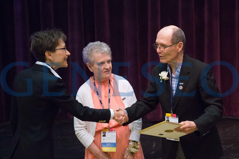 Linda Hurd Richter '67 and her Husband, Timothy Richter receive the Excellence in Education Award