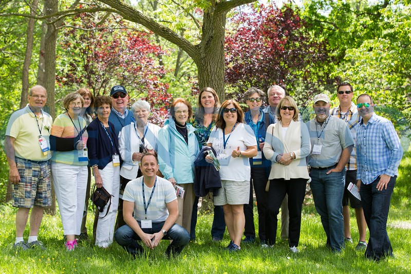 Jennifer Apple leads an alumni college tour of the Roemer Arboretum during Summer Reunion 2017