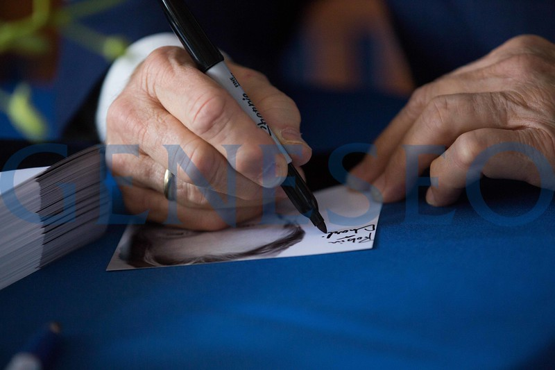 William (Bill) Sadler signs autographs