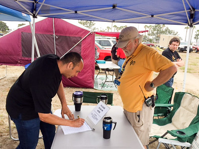 Lt. Phil Collum, CVPD, signing the guest roster while Sobars President, John Wright, K6CPO, looks on.