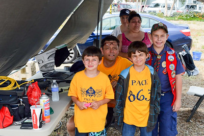 Mark Wallace, KJ6NMJ, with Cub Scouts from Pack 863