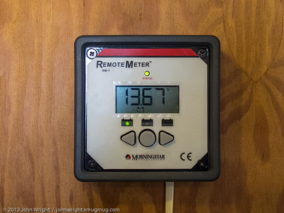Monitor panel showing battery voltage.