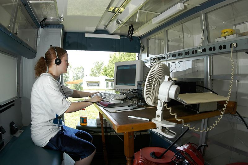 KB0VVT working CW. In the background the SSB station camper is visible.<i> - <i>Saturday, mid-day</i></i>