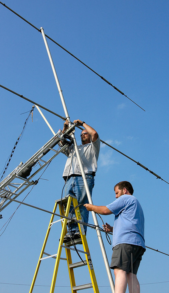 Mounting the HF tribander antenna to the GOTA station tower. - <i>Friday, afternoon</i>