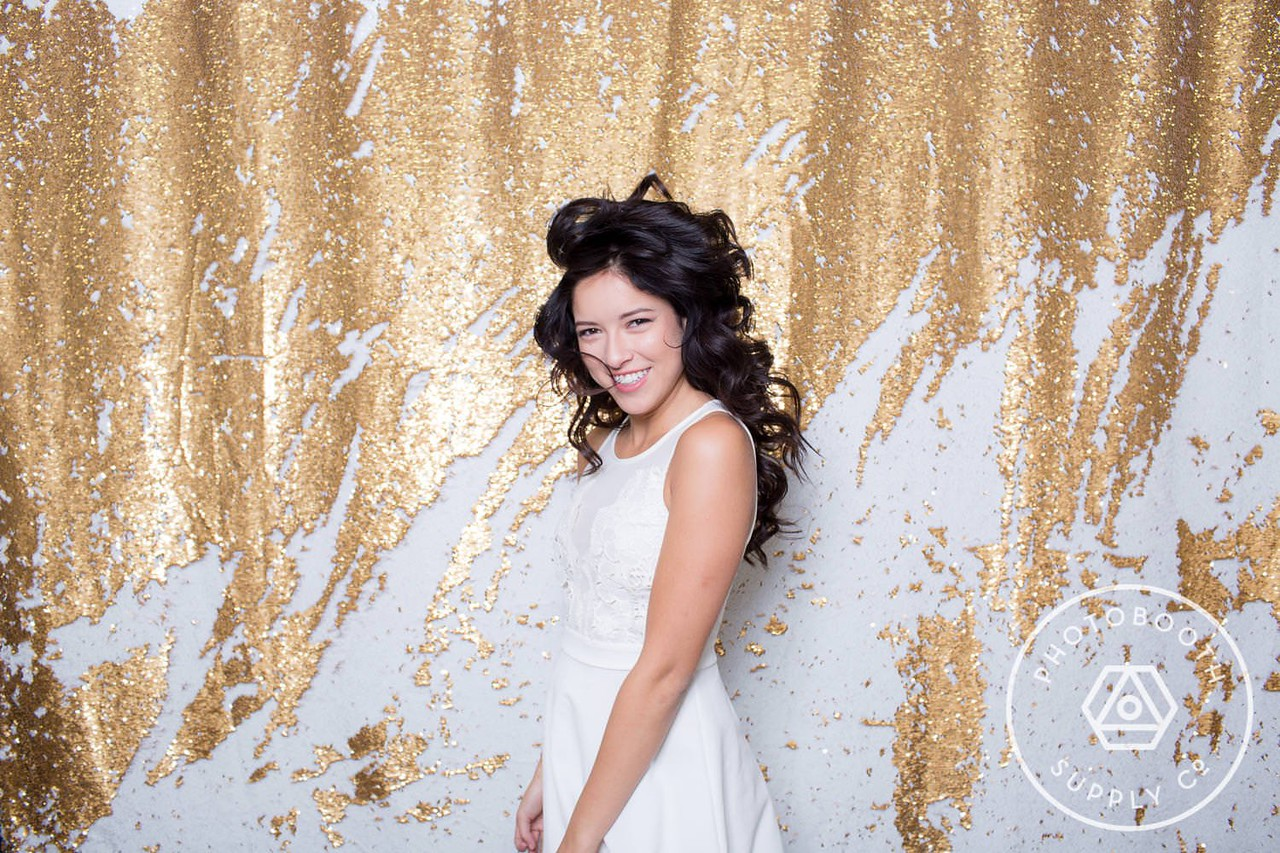 Carat mermaid - double sided sequin (gold and white)<br /> Easily create any message or image you wish on the backdrop with just the touch of your finger