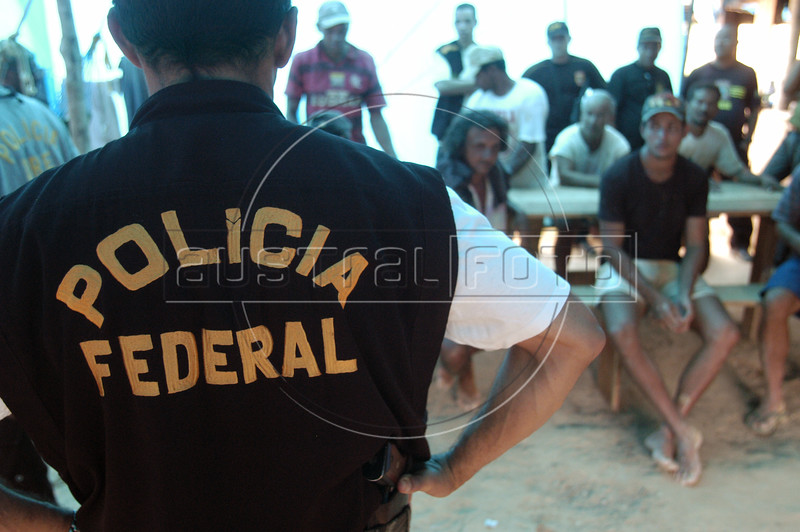 Police raid on a diamond mining operation near the Roosevelt Indigenous Reservation in Brazil's Amazonian state of, Rondonia, Oct. 28, 2004.(AustralFoto/Douglas Engle)