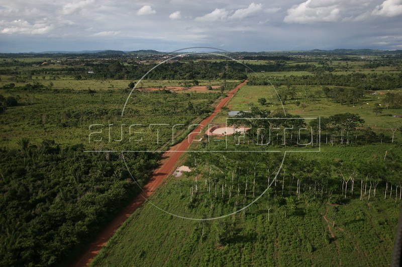 Aerial view of Espigao D'oeste in Brazil's Amazonian state of, Rondonia, Mar. 19, 2006.(AustralFoto/Douglas Engle)