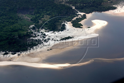 Beautiful white beaches appear on the Tapajos River near Santarem in the Brazilian Amazonian state of Para during the dry season. (Australfoto/Douglas Engle)