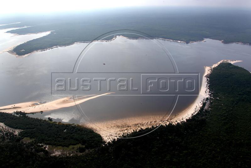 Beautiful white beaches appear on the Tapajos River near Santarem in the Brazilian Amazonian state of Para during the dry season. (Australfoto/Douglas Engle)