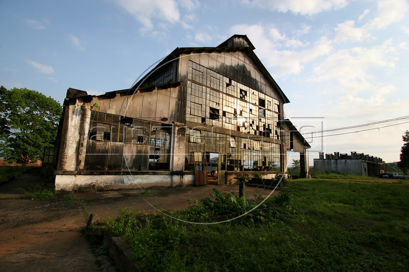 An abandonded factory building in Fordlandia, a former factory town created by the Ford Motor Company on the banks of the Tapaj—os River, September 6, 2005. Deep in the Amazon forest, 12 hours by boat from the regional capital of Santarem in Brazil's Par‡a state, the rubber plantation and processing factory is now abandoned to the rain-forest, an aging memorial to American ideals and to the Brazilian reality. It almost seems like time has stopped in Fordlandia, or better yet, time has passed it by. In typical american style, it was organized and efficient, an idea admired by many Brazilians, and perhaps more so by residents of the untamed Amazon. But It is an idea hard to implement in the wilds of the amazon. Some might also say that it is also a typical American style the way Ford came here and tried to implement something with little knowledge of the local customs or terrain. From 1928 to 1945, Ford came tried to take control of his rubber supply, one of the most important products of the rainforest. After only 17 years the company admitted defeat and retreated from the forest. (AustralFoto/Douglas Engle)