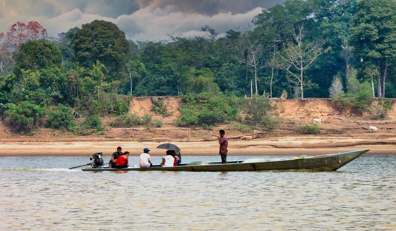 Στην Περουβιανή Αμαζονία (ΠΕΡΟΥ). Στον ποταμό Μάντρε Ντε Ντίος