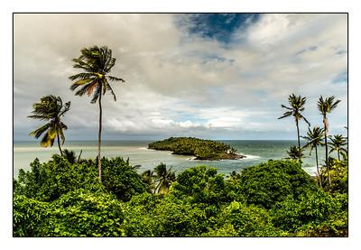 Vue de l'île du Diable sur ll'île Royale ( Îles du Saluts)